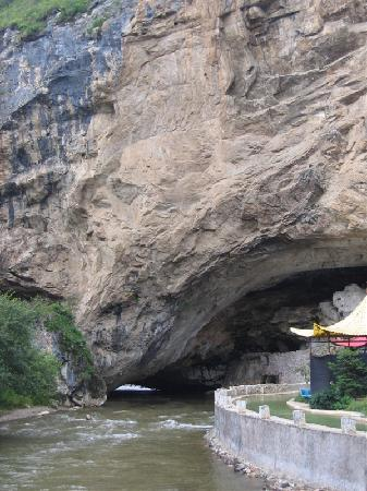 Natural Bridge of Xianggelila Picture