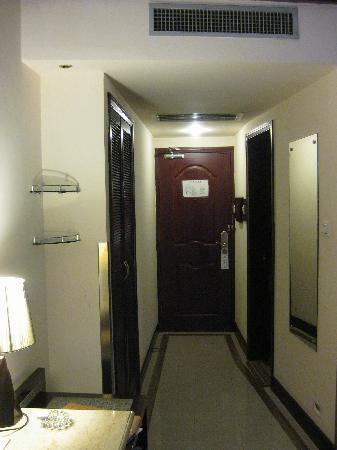 Quanji Hotel Shanghai Lujiazui Babaiban: 门口处