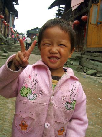 Longli Ancient Town: 穿街走巷时偶遇的孩童
