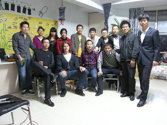 Shengdongshe Youth Hostel: 看到住的老外没有?