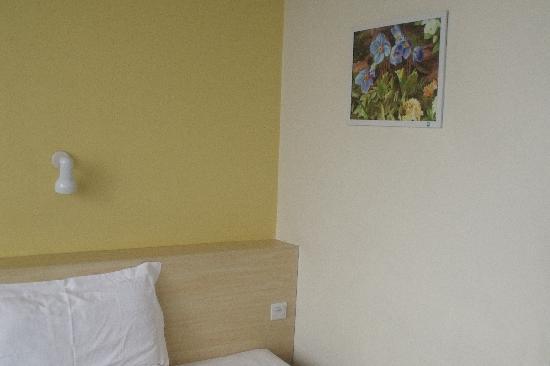 7 Days Inn (Shanghai Wuning Road) : 床