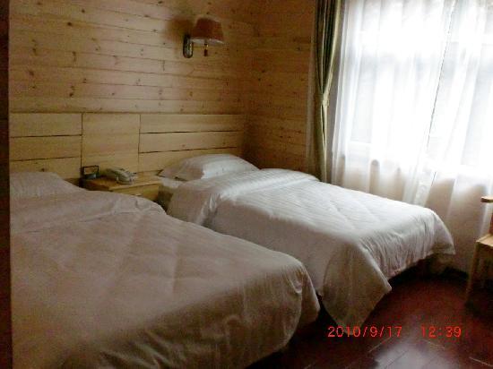 Linxue Timber House Hotel: 双人标准间