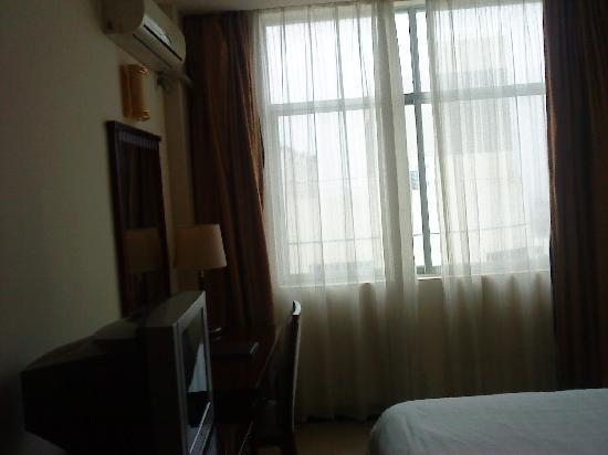 Sunshine Holiday Hotel: 房间内部