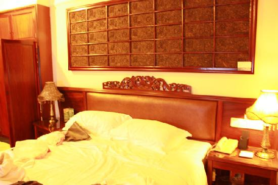 Jindu Crown Hotel: 大床