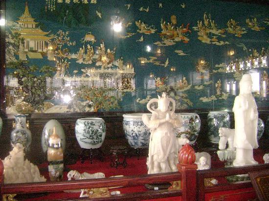 Penglai Water City: 阁楼展品中的一角,有好多奇珍异品啊