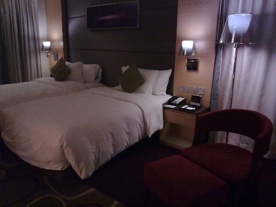 Crowne Plaza Hotel Hong Kong Causeway Bay: 宽敞的酒店房间
