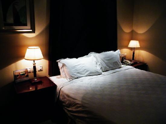 New Hongyun Hotel : 舒适的床铺