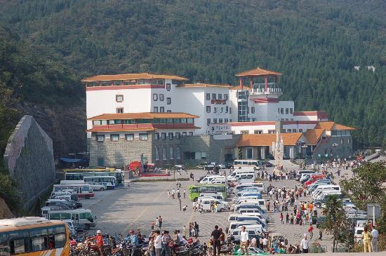 Chongqing Huaying Mountain : 华蓥山大酒店远景