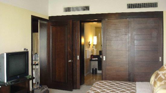 Guanfang Hotel: 睡房和卫生间