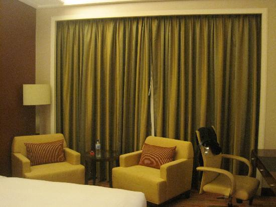 Crowne Plaza Hotel Zhongshan Xiaolan : 房间一角