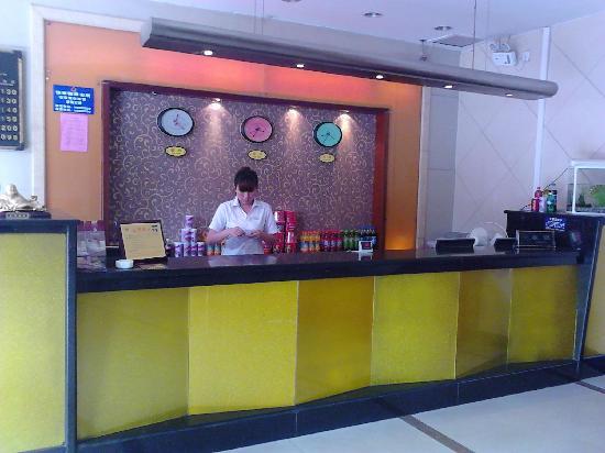 Shengshi Runfeng Business Hotel Wuhan Xudong: 酒店前台