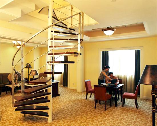 Carlton Hotel Chongqing: 美丽的旋转楼梯