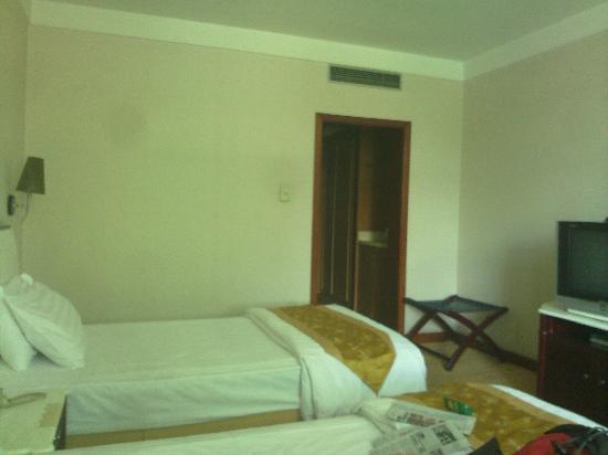 Tibet Post Hotel: 房间还是很宽的