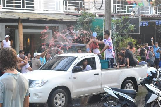Pura Pusering Jagat: 热闹的泼水节