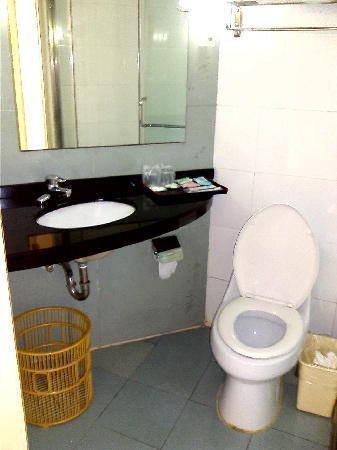 Ru Lai Hotel: 卫生间也很好啊,很大的