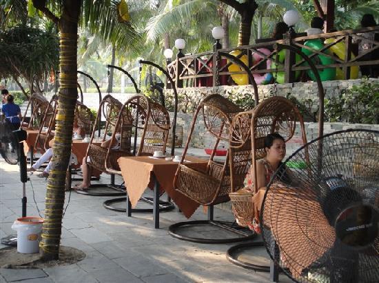Sanya, Kina: 大东海酒吧街