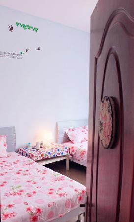 Tianlan Holiday Inn Sanya Dadonghai: 天南客栈海滩店《心动》