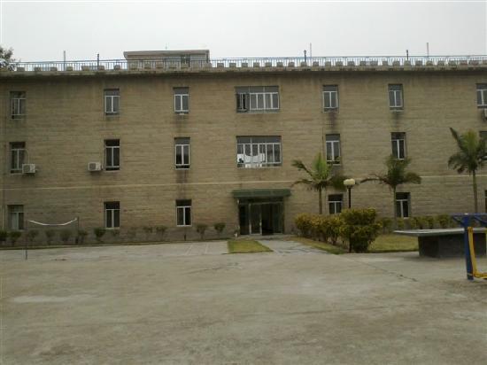 Meihua Nursing Center : 后面