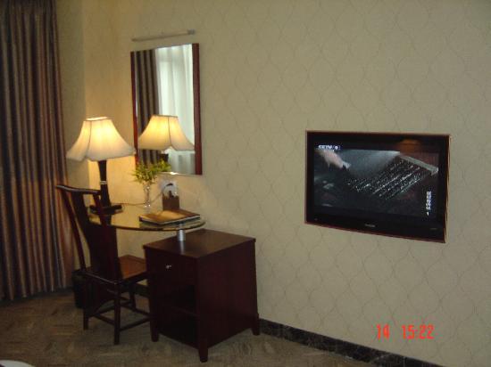 Linshui County, Κίνα: 电脑台和32寸液晶电视