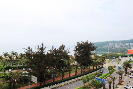 Jing Di Hotel: 在阳台上就可观海啦