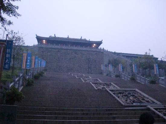 Xiqiao Mountain National Forest Park: 庙里有神仙哦。。观音姐姐就是在里面居住的!!