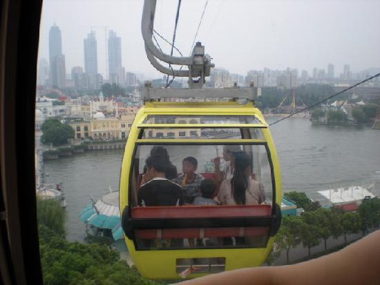 Suzhou Water Park : 乘坐缆车呢