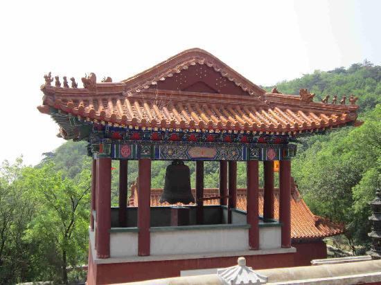 Pan Mountain Scenic Resort : 寺庙边上的钟