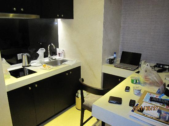 Le Parker International Hotel: 吧台,有电磁炉,免费饮料