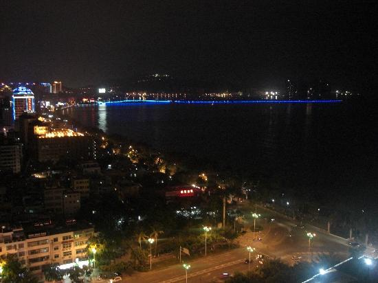 Muhai Hostel Jinfenghuang Apartment: 夜晚的霓虹灯,照亮了城市的夜空