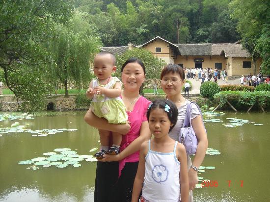 Mao Zedong's Former Residence (Shao Shan): 在这里填写照片描述