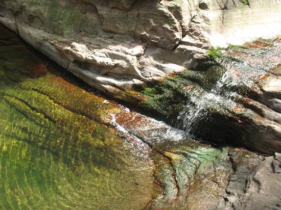 Mulan Heaven Lake: 静谧的水