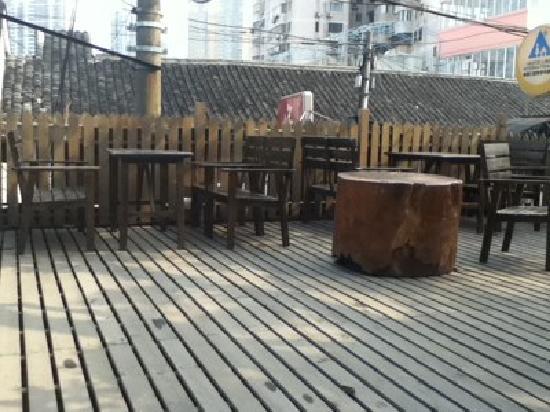 Shanghai Old West Gate International Youth Hostel: 露台