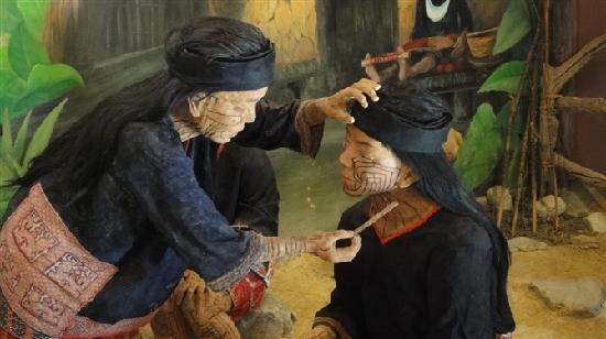 Sanya, Kina: 原住民在脸上绘图