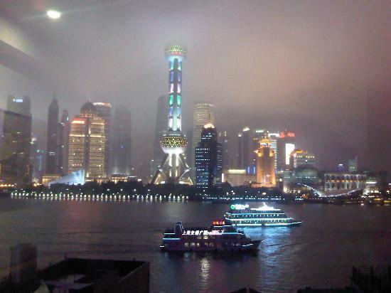 Hanting Express Shanghai The Bund Waibaidu Bridge: 晚上窗外的外滩景色,这才是精彩时刻