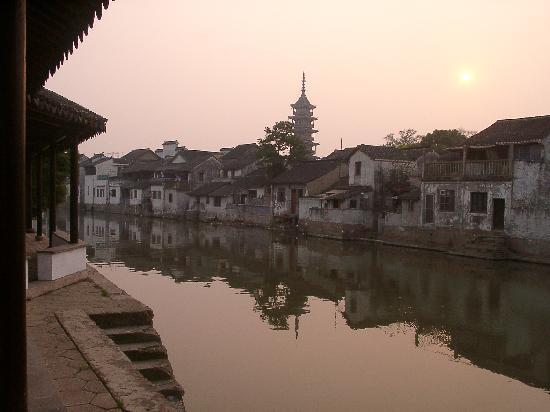 ‪Qiandeng Ancient Town‬