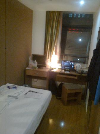Yongzheng Business Hotel Beijing Suzhou Street: 单人间A房间布局(另加电脑)