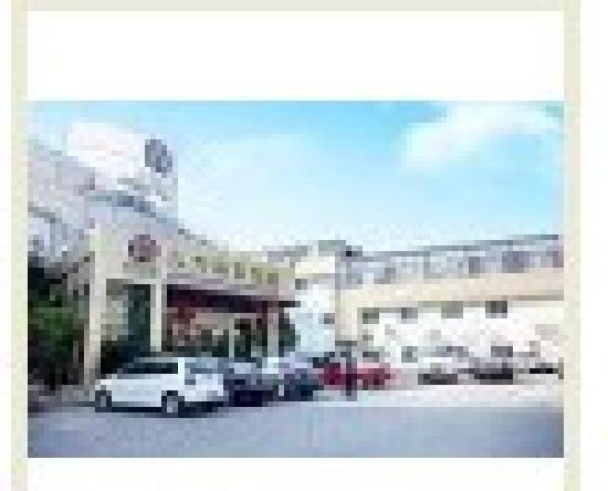Jiutian Business Travel Hotel: 宽敞的停车场
