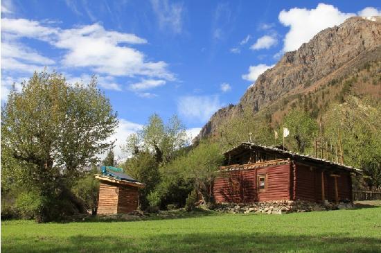 Midui Glacier: 路边的房子