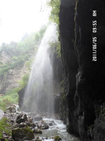 Dangchang County, Κίνα: 官鹅沟——瀑布