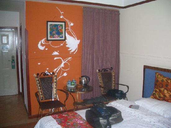 Jinli Home Hotel : 墙上有画