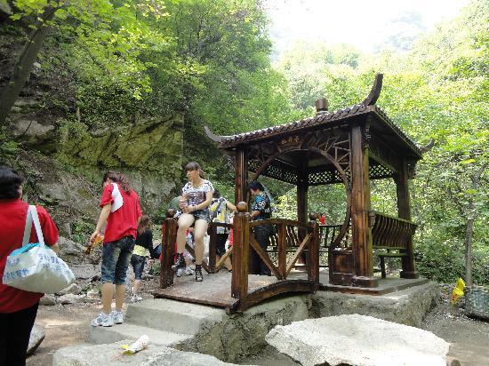 Jiulong Pond Scenic Resort of Qinling: 五潭的龙望亭
