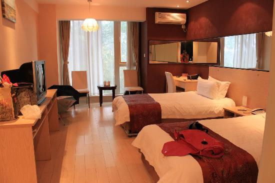 Lakeside Camphor Tree Hotel