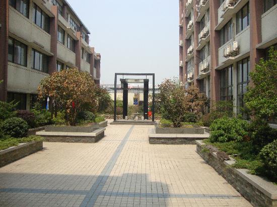 Jiazhou Apartment Hotel : 酒店6楼的空中花园