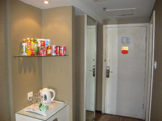 Jiazhou Apartment Hotel : C座客房进门处