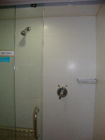 Jiazhou Apartment Hotel : 玻璃淋浴房