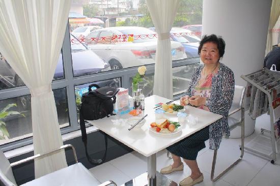 Jinjiang Inn Zhuhai Jida Jiuzhou Main Road : 锦江之星珠海吉大九洲大道店免费早餐