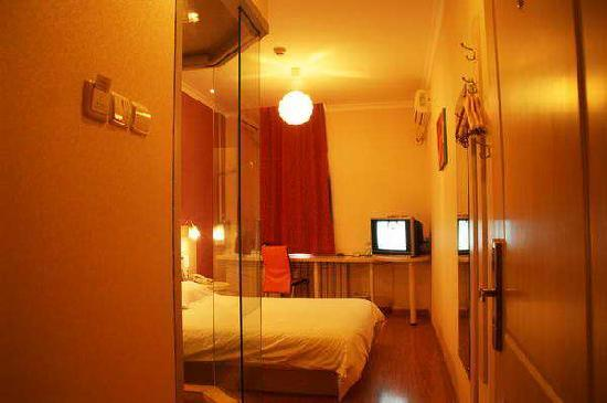 Starway Champagne Town Hotel: 灯光很好阿  而且一楼大厅内有免费早点 汉堡 鸡蛋 牛奶