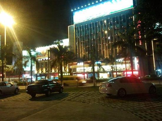 Lifeng Hotel Zhuhai Gongbei Kou'an Plaza: 拱北汽车总站