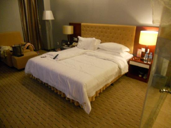 Kellywood Hotel Xiamen Huli: 床很大哦