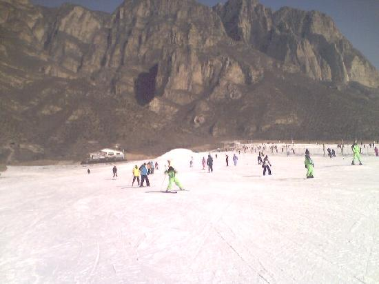 ‪Shijinglong Ski Area‬
